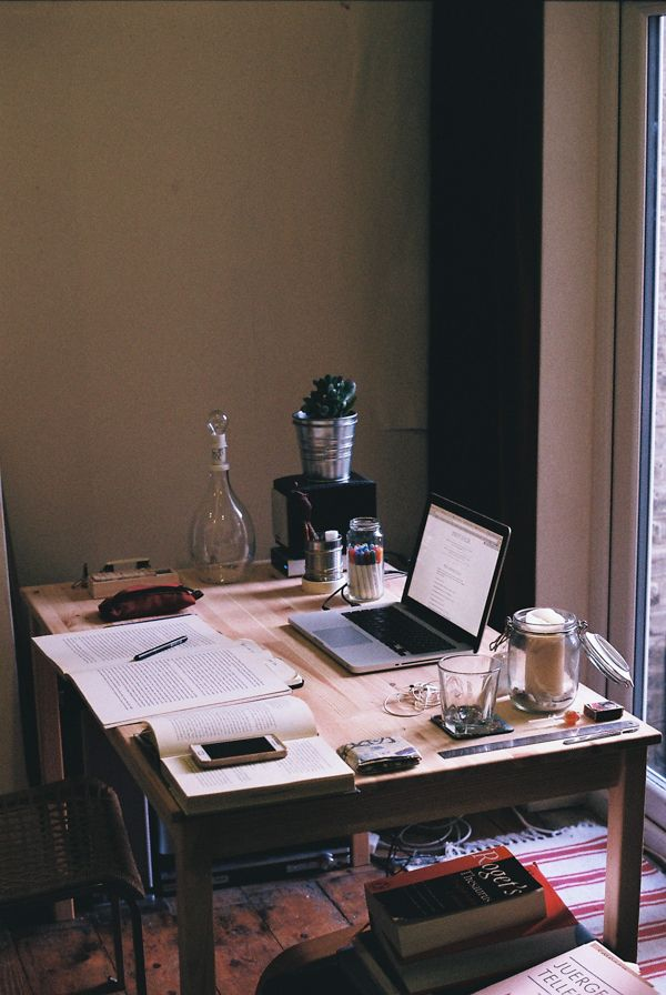 Simplistic writing space (via Pinterest)